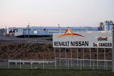 """Dans un entretien à Reuters, le ministre marocain de l'Industrie, Moulay Hafid Elalamy, a déclaré que Renault et certains de ses fournisseurs allaient investir 10 milliards de dirhams (912 millions d'euros) au Maroc pour y construire un """"écosystème industriel"""". /Photo d'archives/REUTERS/Youssef Boudlal"""