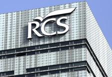 Las acciones de RCS MediaGroup subían más de un 20 por ciento el lunes después de que el grupo de medios Cairo Communication lanzase una oferta de intercambio de acciones por el grupo italiano en un intento de crear un conglomerado multimedia mayor. En la imagen, la sede de RCS MediaGroup en Milán.  REUTERS/Stefano Rellandini