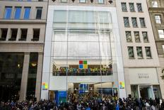 Imagen de archivo de una tienda minorista de Microsoft en Nueva York, oct 26, 2015. Microsoft se convirtió el lunes en la primera gran compañía tecnológica estadounidense en anunciar que transferirá información de sus usuarios a Estados Unidos usando un nuevo pacto comercial transatlántico de datos y que resolverá cualquier disputa con supervisores de privacidad europeos.  REUTERS/Lucas Jackson