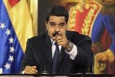 El presidente de Venezuela, Nicolás Maduro, denunció en la noche del martes que Estados Unidos ejerce presión para que fracase un posible acuerdo entre los miembros de la Organización de Países Exportadores de Petróleo (OPEP) y otros productores para impulsar los precios del crudo. En la imagen, Maduro durante una comparecencia en Caracas, el 12 de abril de 2016. REUTERS/Marco Bello