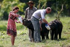 Príncipe britânico William e sua esposa, Kate, durante visita à Índia.   13/04/2016       REUTERS/Adnan Abidi