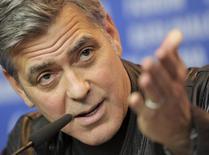 """Clooney em entrevista no Festival de Berlim sobre o filme """"Ave, César"""". 11/2/2016.      REUTERS/Stefanie Loos"""