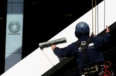 A cleaner works on the facade of the Macquarie Group building in central Sydney July 25, 2013.  REUTERS/Daniel Munoz