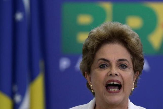 4月15日、ブラジルの最高裁判所は、下院で17日に予定されているルセフ大統領の弾劾をめぐる採決の差し止め請求を却下した。写真はブラジリアで12日撮影(2016年 ロイター/Ueslei Marcelino)