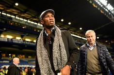 Football Soccer - Chelsea v Sunderland - Barclays Premier League - Stamford Bridge - 19/12/15 Chelsea owner Roman Abramovich and Didier Drogba after the game Reuters / Dylan Martinez Livepic EDITORIAL USE ONLY.