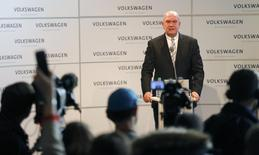 Bernd Osterloh, head of Volkwagen's works council, addresses a news conference at the company's headquarters in Wolfburg, Germany in this October 6, 2015 file picture. REUTERS/Hannibal Hanschke/Files