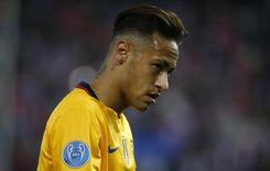 Atacante Neymar, do Barcelona, durante partida contra o Atlético de Madri, pela Liga dos Campeões. 13/04/2016 REUTERS/Juan Medina