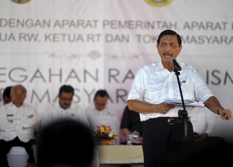 Indonesia's chief security affairs minister Luhut Pandjaitan speaks to of local government and security officials in Serang, Banten province west of Jakarta February 29, 2016 in this photo taken by Antara Foto. REUTERS/Asep Fathulrahman/Antara Foto
