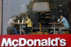 Ресторан McDonald's в Хошимине. 9 марта 2015 года. McDonald's сообщил о более высоком, чем ожидалось, росте сопоставимых продаж в ресторанах в США и прибыли за счёт увеличения числа покупателей благодаря специальным предложениям и круглосуточной продаже завтраков. REUTERS/Kham