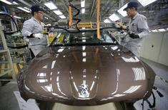 PSA Peugeot Citroën anticipe une croissance d'environ 7% de ses ventes de véhicules en Chine cette année. /Photo d'archives/REUTERS