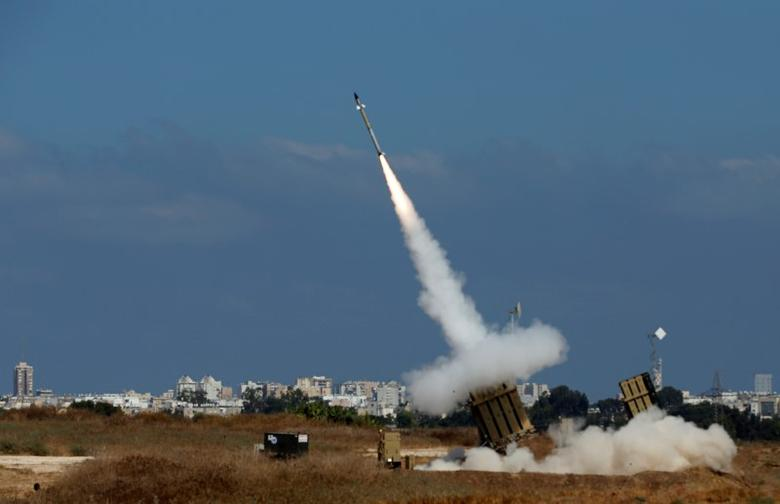 An Iron Dome launcher fires an interceptor rocket in the southern Israeli city of Ashdod July 9, 2014. REUTERS/Baz Ratner