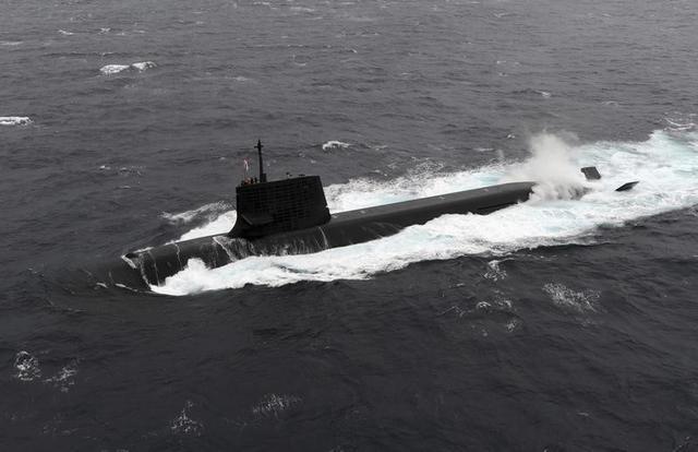 4月26日、オーストラリア政府は26日、400億ドルに上る次期潜水艦の共同開発相手に、フランスの政府系造船企業DCNS社を選定したと発表した。写真は海上自衛隊の潜水艦。提供写真(2016年 ロイター)