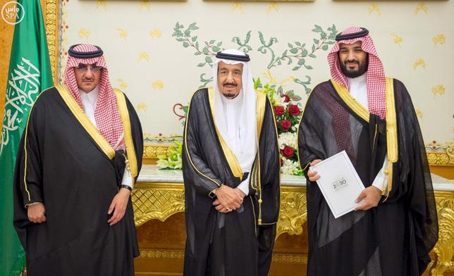 (L-R) Saudi Crown Prince Mohammed bin Nayef, Saudi King Salman, and Saudi Arabia's Deputy Crown Prince Mohammed bin Salman stand together after Saudi Arabia's cabinet agrees to implement a broad reform plan known as Vision 2030 in Riyadh, April 25, 2016. REUTERS/Saudi Press Agency/Handout via Reuters