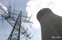 Башня охлаждения на атомной элекростанции Гундремминген. В компьютерной системе немецкой АЭС Гундремминген найдены вирусы, однако они не угрожают операциям станции, поскольку у системы нет доступа в интернет, сообщил оператор станции во вторник.  REUTERS/Michaela Rehle