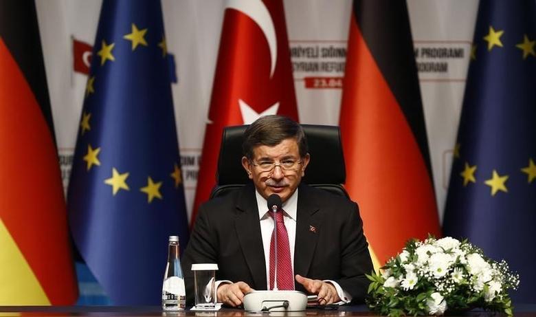Turkish Prime Minister Ahmet Davutoglu attends a news conference after visiting Nizip refugee camp near Gaziantep, Turkey , April 23, 2016. REUTERS/Umit Bektas