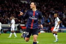Ibrahimovic comemora gol do Paris St Germain sobre o Rennes.  29/04/2016.  REUTERS/Benoit Tessier