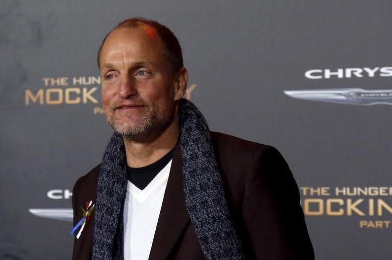 Cast member Woody Harrelson poses at the premiere of ''The Hunger Games: Mockingjay - Part 2'' in Los Angeles, California November 16, 2015. The movie opens in the U.S. on November 20.  REUTERS/Mario Anzuoni