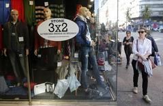Imagen de archivo de una tienda de vestuario en Montevideo, ago  20, 2014. La inflación minorista uruguaya fue del 0,46 por ciento intermensual en abril, levemente por debajo de las expectativas del mercado, para una tasa anualizada que se mantuvo por encima del 10 por ciento, informó el miércoles el Gobierno.    REUTERS/Andres Stapff
