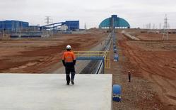 Le groupe minier Rio Tinto a donné vendredi le feu vert définitif aux travaux de mise en exploitation, pour 5,3 milliards de dollars (4,6 milliards d'euros), de la mine d'Oyu Tolgoi en Mongolie, l'une des étapes clés de son développement sur le marché du cuivre. /Photo d'archives/REUTERS/David Stanway