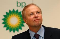 BP's Chief Executive Bob Dudley speaks to the media after year-end results were announced at the energy company's headquarters in London February 1, 2011. REUTERS/Suzanne Plunkett/File Photo