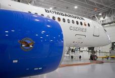 Avião Bombardier modelo CS300 em hangar em Mirabel antes de voo teste. 27/02/2015. REUTERS/Christinne Muschi/File Photo