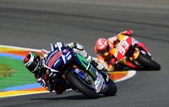 Yamaha MotoGP rider Jorge Lorenzo (L) of Spain rides his bike ahead Honda rider Marc Marquez of Spain during the Valencia Motorcycle Grand Prix at the Ricardo Tormo racetrack in Cheste, near Valencia, November 8, 2015. REUTERS/Heino Kalis