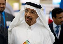 Imagen de archivo del presidente ejecutivo de la compañía saudita Aramco Khalid al-Falih hablando con los medios durante Petrotech 2014, una conferencia petroquímica, en Manama, 19 de mayo de 2014.  El nuevo ministro de Energía de Arabia Saudita dijo el domingo que el mayor exportador de petróleo del mundo está comprometido con responder a la demanda de hidrocarburos de sus clientes y que mantendrá sus actuales políticas en torno al crudo. REUTERS/Hamad I Mohammed/Imagen de archivo