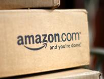 Una caja de la minorista por internet Amazon.com en una casa en Golden, EEUU, jul 23, 2008. Amazon.com Inc lanzó el martes un servicio que permite a los usuarios publicar videos y obtener derechos de ellos, una iniciativa del mayor minorista online del mundo para competir con YouTube de Alphabet Inc.   REUTERS/Rick Wilking
