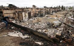 Casas queimadas em Fort McMurray após incêndio enorme. 9/5/2016. REUTERS/Chris Wattie