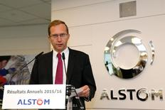 Henri Poupart-Lafarge, PDG d'Alstom. Le groupe maintient son objectif de croissance organique de 5% par an d'ici 2020 après un exercice tiré par des prises de commandes record de 10,6 milliards grâce à des méga-contrats de locomotives en Inde. /Photo prise le 11 mai 2011/REUTERS/Gonzalo Fuentes