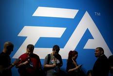 Electronic Arts, qui a publié un chiffre d'affaires et un bénéfice supérieurs aux attentes pour le quatrième trimestre de 2015-2016, à suivre mercredi sur les marchés américains. /Photo d'archives/REUTERS/Lucy Nicholson