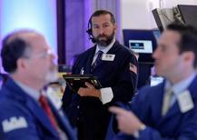 Traders work on the floor of the New York Stock Exchange (NYSE) in New York City, U.S., May 6, 2016. REUTERS/Brendan McDermid