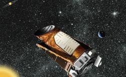 Dibujo artístico cedido por la NASA del telescopio Kepler. Un grupo de astrónomos descubrió 1.284 planetas nuevos situados más allá del Sistema Solar, de los cuales nueve posiblemente están en órbitas adecuadas para albergar agua en su superficie, lo que podría impulsar las perspectivas de que haya vida en ellos, anunció un equipo de científicos. REUTERS/NASA/Handout via Reuters