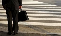 Trois ans après leur immatriculation, seuls 30% des auto-entrepreneurs inscrits au premier semestre 2010 étaient toujours actifs dans ce régime, selon une enquête publiée jeudi par l'Insee. /Photo d'archivesREUTERS/Yuriko Nakao