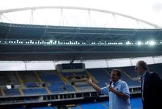 Paes e Nuzman durante apresentação do Estádio Olímpico.  12/5/2016. REUTERS/Ricardo Moraes