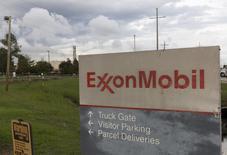 Вход на завод Exxonmobil в Луизиане. Американский нефтегазовый гигант ExxonMobil приостановил экспортные поставки нефти с крупнейшего месторождения в Нигерии, усиливая тем самым экономическую напряженность, вызванную продолжающимися в стране беспорядками и насилием, в результате которых добыча упала до минимального уровня за последние несколько десятилетий. REUTERS/Lee Celano
