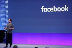 Imagen de archivo del presidente ejecutivo de Facebook, Mark Zuckerberg, durante una conferencia de la compañía en San Francisco, California, Abril 12, 2016. Zuckerberg, se reunirá esta semana con prominentes conservadores de medios de comunicación, dijo el domingo un portavoz, para abordar acusaciones de sesgo político en la popular red social. REUTERS/Stephen Lam