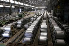 Columns of steel are stacked inside the China Steel production factory in Kaohsiung May 18, 2010.   REUTERS/Pichi Chuang/File Photo