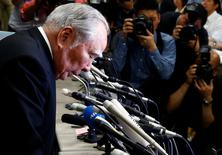 Suzuki Motor Chairman and Chief Executive Officer Osamu Suzuki bows at a news conference at the Land, Infrastructure, Transport and Tourism Ministry in Tokyo, Japan, May 18, 2016. REUTERS/Thomas Peter