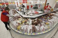 Магазин Ашан в Москве. 28 ноября 2014 года. Инфляция в России с 11 по 16 мая 2016 года составила 0,1 процента, как и в предыдущие три недели, сообщил Росстат. REUTERS/Sergei Karpukhin