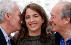 Diretores Jean-Pierre Dardenne e Luc Dardenne posam ao lado da atriz Adele Haenel em Cannes. 18/05/2016 REUTERS/Eric Gaillard
