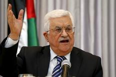 الرئيس الفلسطيني محمود عباس يتحدث في الضفة الغربية يوم السادس من يناير كانون الثاني 2016. تصوير: عمار عوض - رويترز