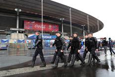 Policiais franceses vistos em frente Stade de France, em Saint-Denis, França.    29/06/2016        REUTERS/Charles Platiau/File Photo