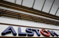 Alstom a lancé une procédure judiciaire contre General Electric aux Etats-Unis en accusant le groupe américain d'avoir enfreint les termes du contrat de cession des activités de signalisation ferroviaire de GE au français, bouclée en novembre dernier. /Photo prise le 11 mai 2016/REUTERS/Gonzalo Fuentes