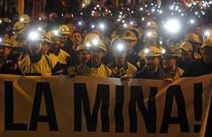 La Comisión Europea dijo el viernes que los planes del Gobierno español de destinar 2.130 millones de euros para gestionar el cierre de 26 minas de carbón no competitivas cumplía con la normativa de la Unión Europea sobre ayudas públicas.  Imagen de archivo de una manifestación de mineros en defensa de su empleo en León, el 21 de mayo de 2015. REUTERS/Eloy Alonso
