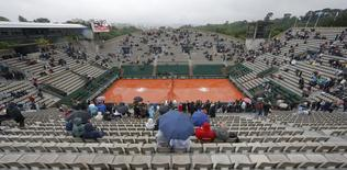Tennis - French Open - Roland Garros - France - Paris, France - 30/05/16 Spectators use umbrellas to protect themselves from the rain.   REUTERS/Gonzalo Fuentes