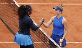 Tennis - French Open - Roland Garros - Serena Williams of the U.S. v Elina Svitolina of Ukraine - Paris, France - 1/06/16. Williams (L) shakes hands with Svitolina.  REUTERS/Gonzalo Fuentes