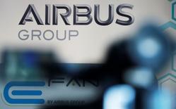 Airbus Group est visé en France par une enquête sur des faits présumés de corruption d'agents publics étrangers, abus de bien social et recel et blanchiment de ces délits, a-t-on appris de source proche du dossier. /Photo d'archives/REUTERS/Régis Duvignau