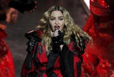 Cantora pop Madonna durante apresentação na China.    20/02/2016        REUTERS/Bobby Yip