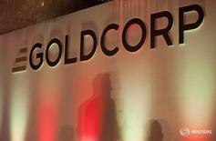 Imagen de archivo del logo de la compañía minera canadiense Goldcorp durante la convención anual celebrada en Vancouver, Canadá, el 18 mayo de 2011. Las mineras canadienses Goldcorp y Teck Resources indicaron el viernes que esperan finalizar en la segunda mitad del 2017 el estudio de prefactibilidad para construir uno de los mayores proyectos de cobre-oro-molibdeno no desarrollados en América. REUTERS/Ben Nelms